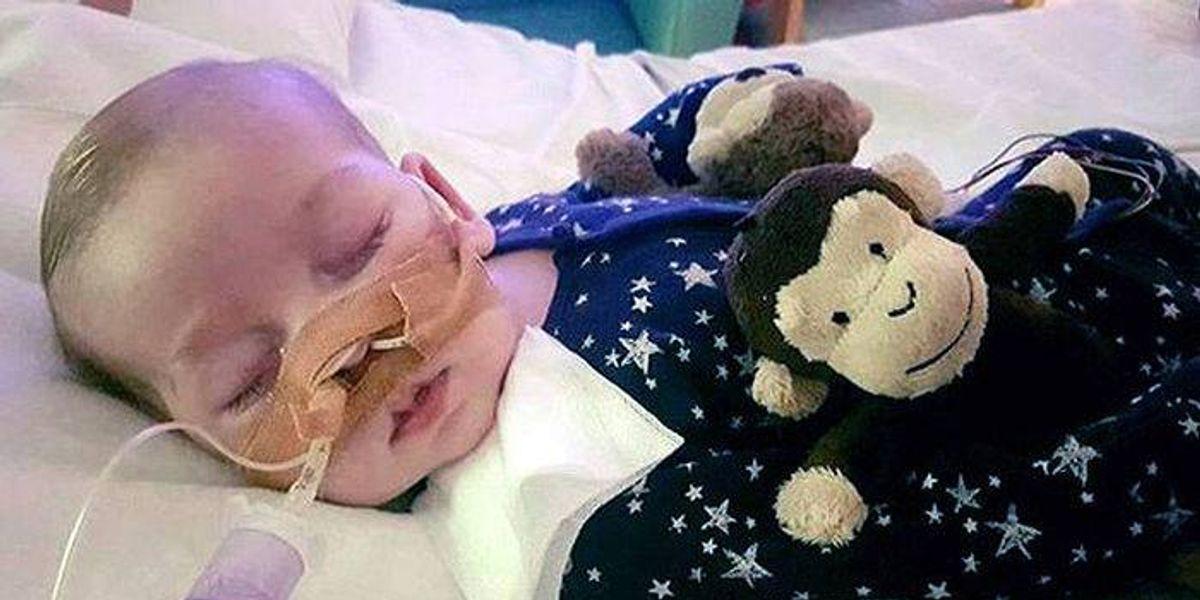 Muere Charlie, el bebé que conmovió al mundo entero por su rara enfermedad