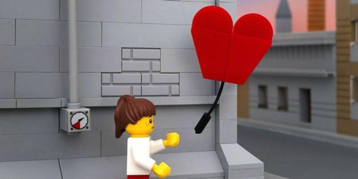Fotógrafo interpreta obras de Banksy con las piezas LEGO de su hija
