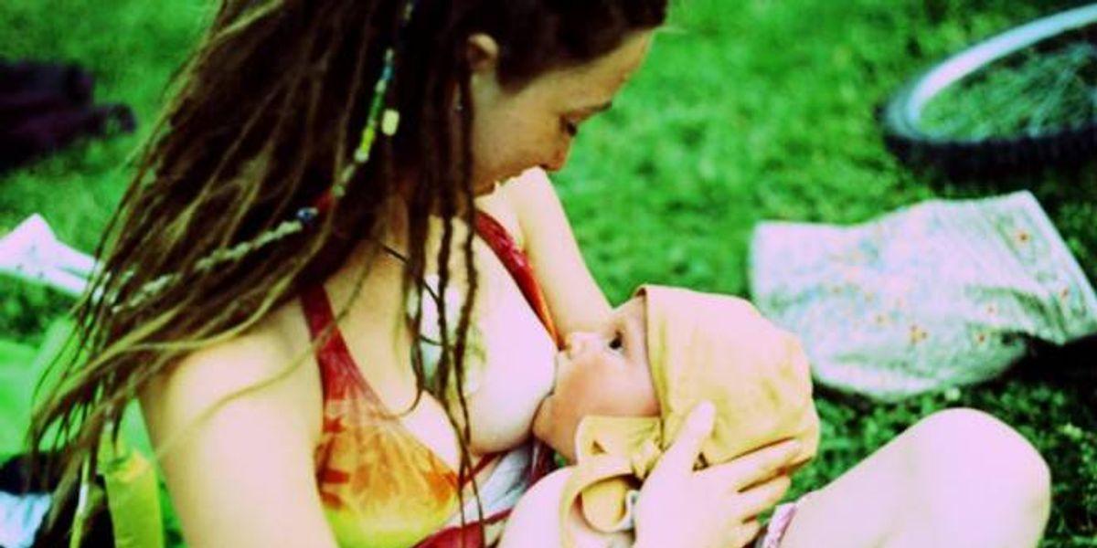 Leche materna evitaría déficit atencional en niños