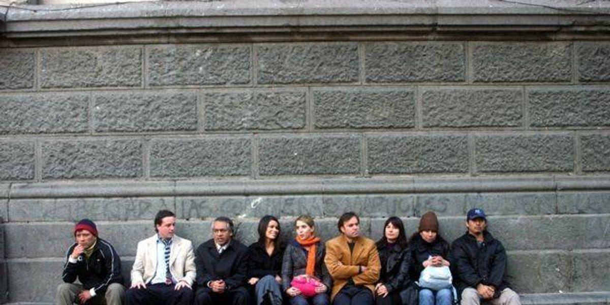 Inmigrantes peruanos pintan óleo en la Plaza de Armas