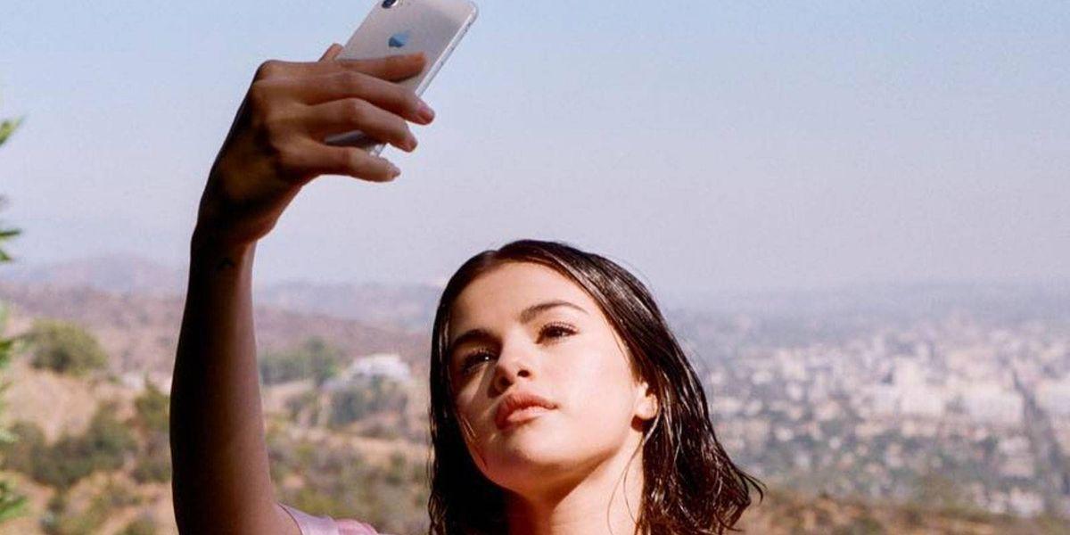 Selena Gomez deja ver una gran cicatriz mientras disfruta de sus vacaciones