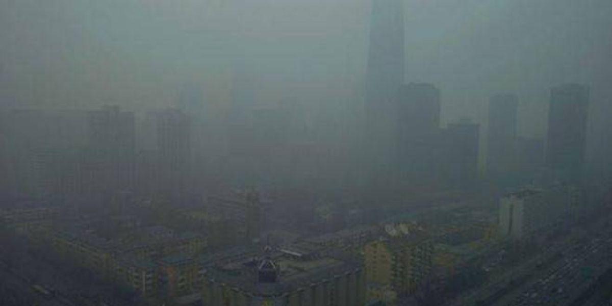 Tan mala es la calidad del aire en Beijing que suspenden los vuelos