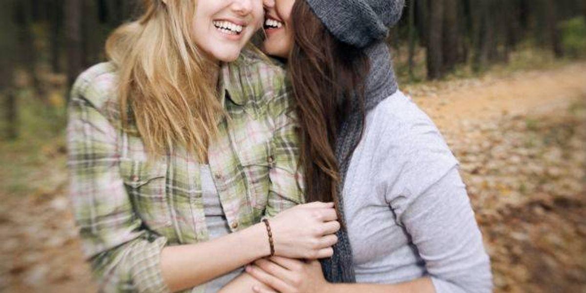 Chile: Expulsan a niñas del colegio por rumor de un beso lésbico