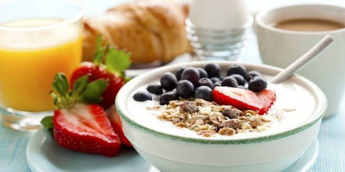 ¿Qué tiene que tener un desayuno para que sea saludable?