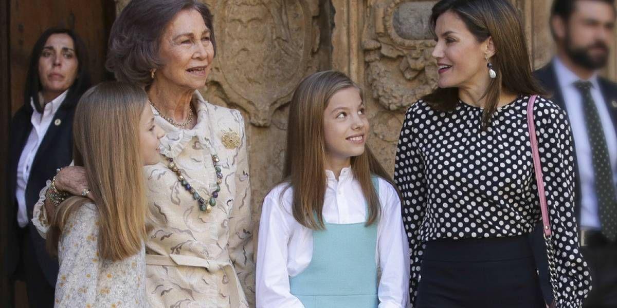 La reina Letizia aún se inspira en doña Sofía con un look súper elegante