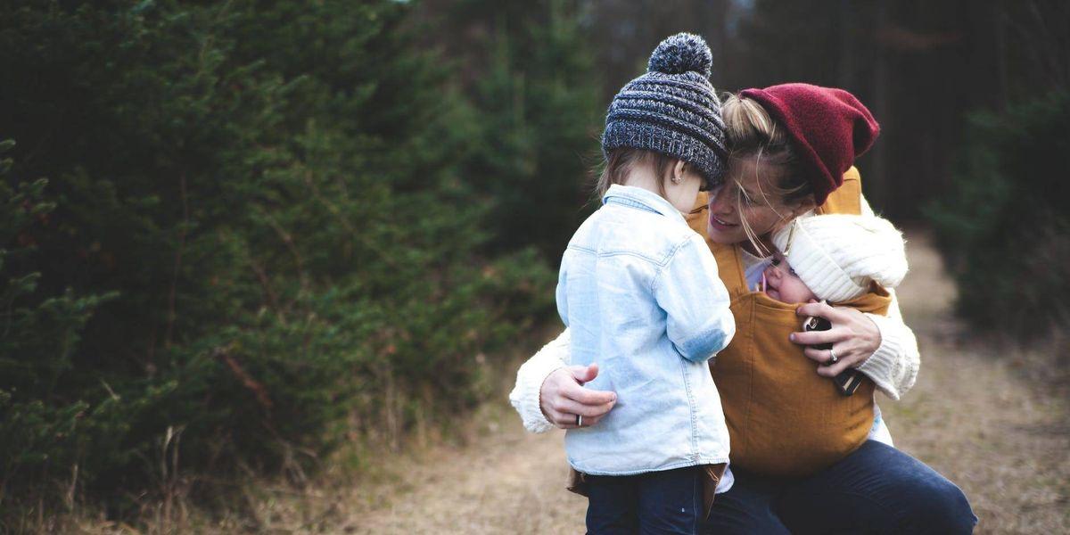 Un estudio dice que la maternidad equivale a trabajar 2.5 empleos de tiempo completo