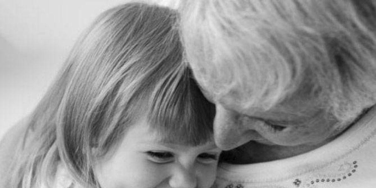 Revelan que los niños heredan mayor carga genética de su abuela materna, que de la madre