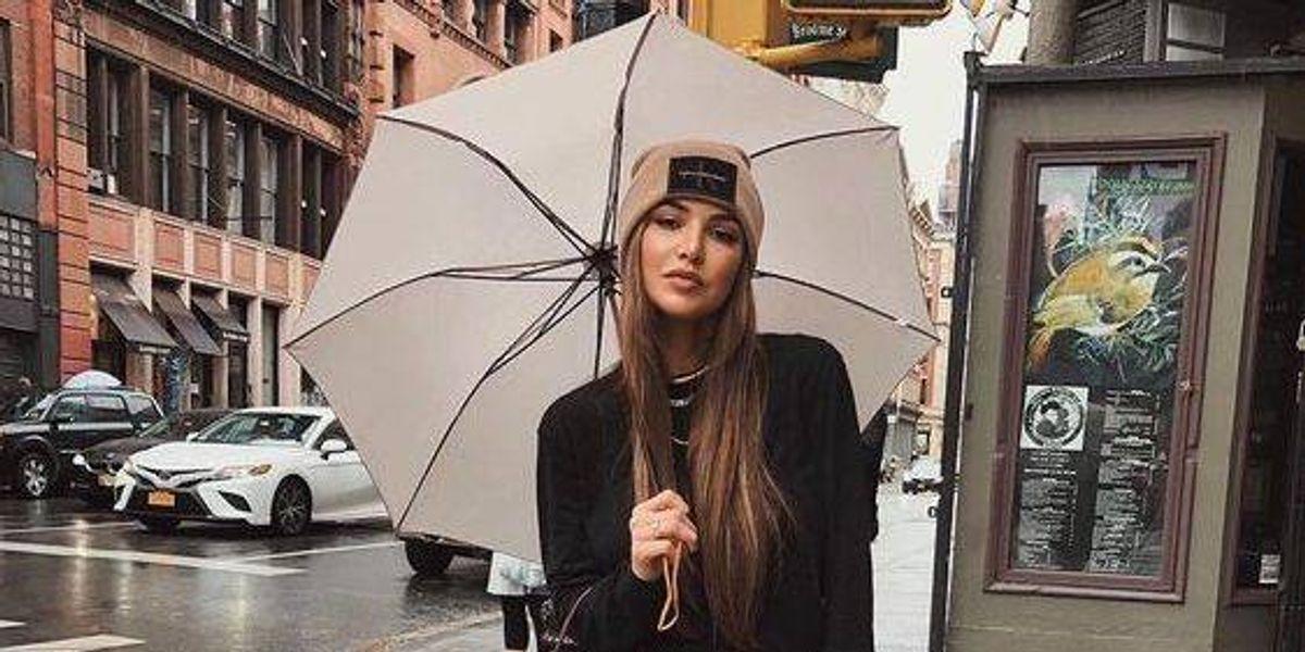 Outfits para lluvia que te salvarán del clima esta temporada