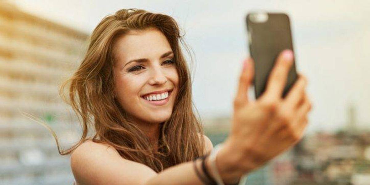 Tomarte tantas selfies podría estar dando una muy mala imagen de ti, según estudio
