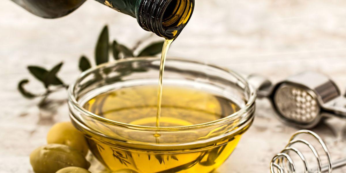 Aguacate, aceite de oliva, frutos secos y otros alimentos saludables que debes comer con cuidado