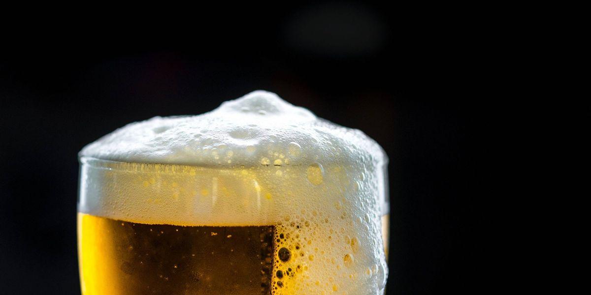 Tomar tres cervezas engorda más que comer tres panes, según estudio