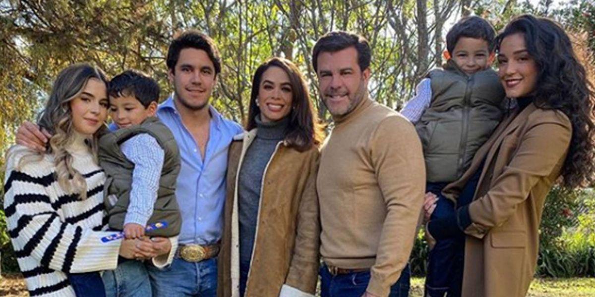 Biby Gaytán y Eduardo Capetillo están más enamorados que nunca y lo presumen en redes