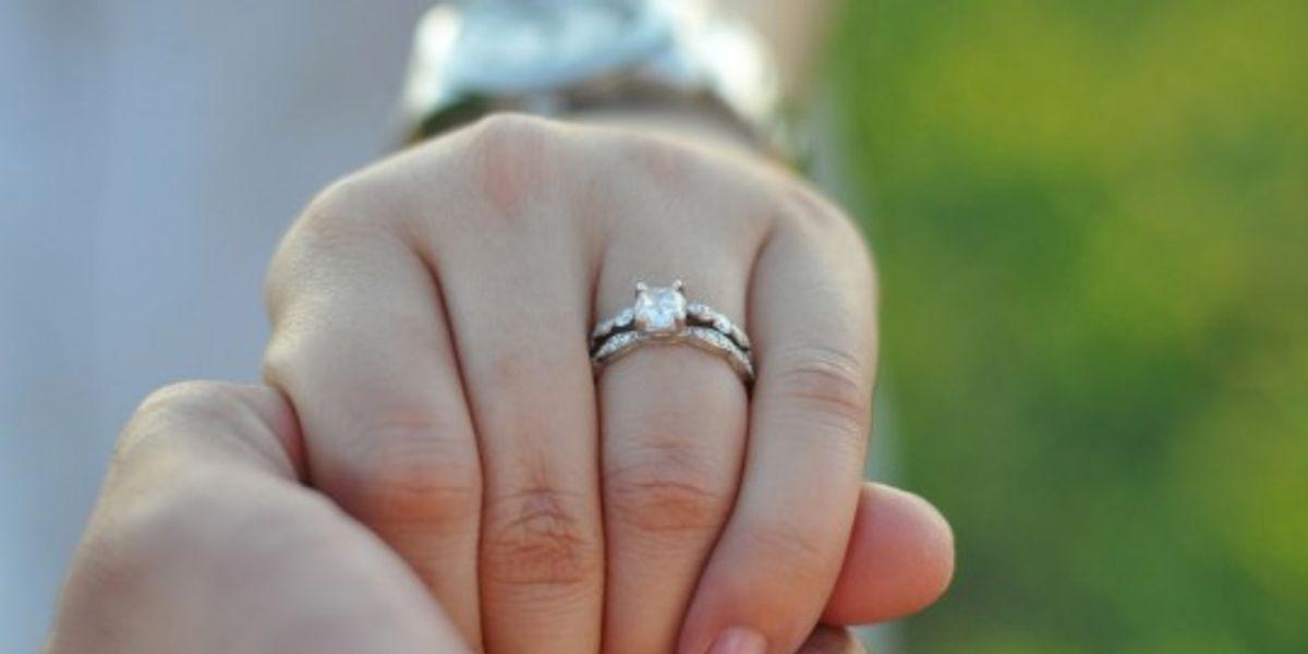 Este es el significado de tu anillo de compromiso según sus piedras