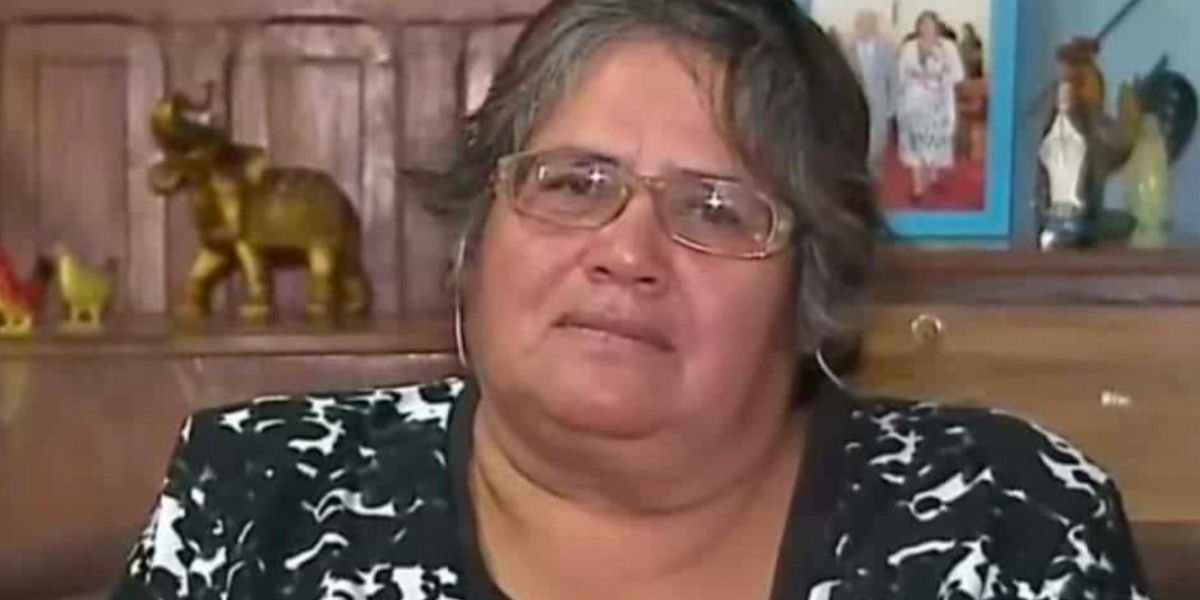 """La historia de matoneo que vive la mujer que en una entrevista dijo """"vístima"""" (en vez de """"víctima"""")"""