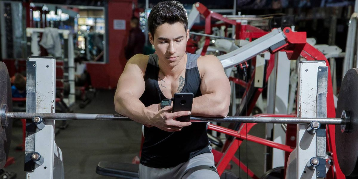 Estudio alerta que los hombres que van al gimnasio son los más infieles