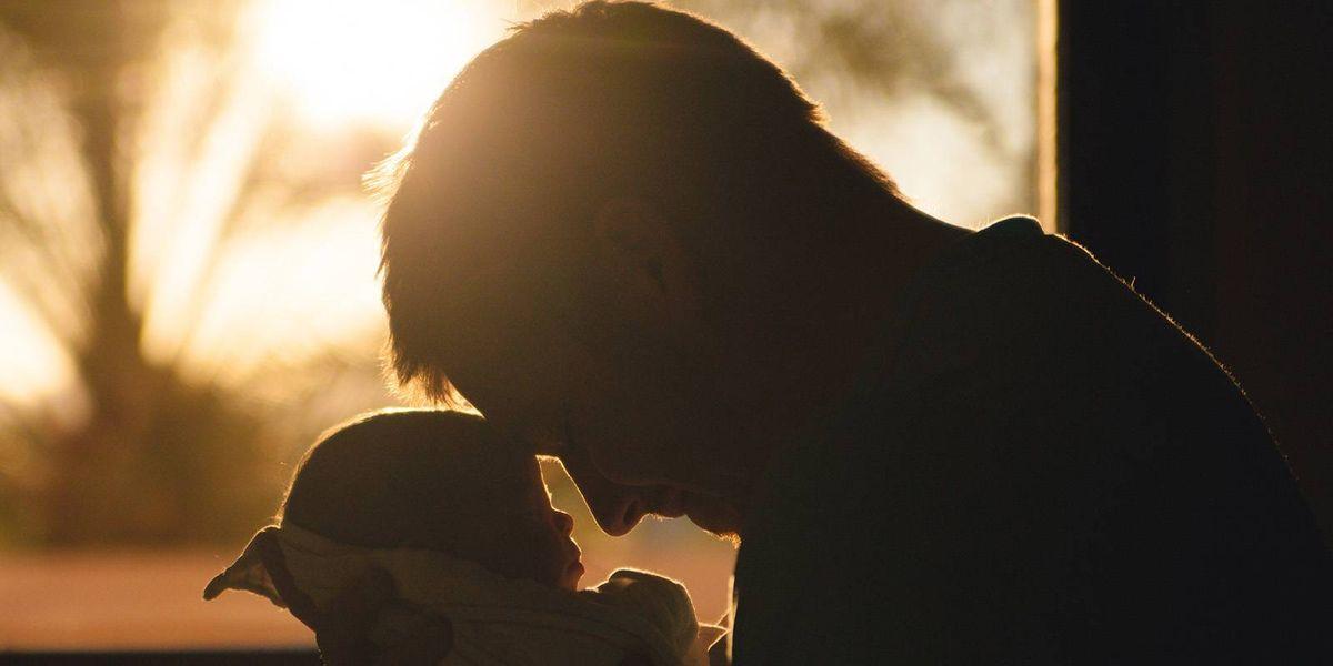 Otorgan permiso de paternidad de un mes para los trabajadores en Austria