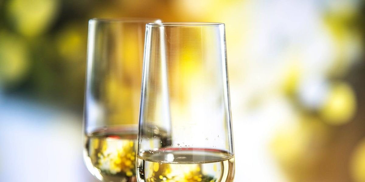 Beber champaña podría eliminar las arrugas en tu rostro por estas 4 razones