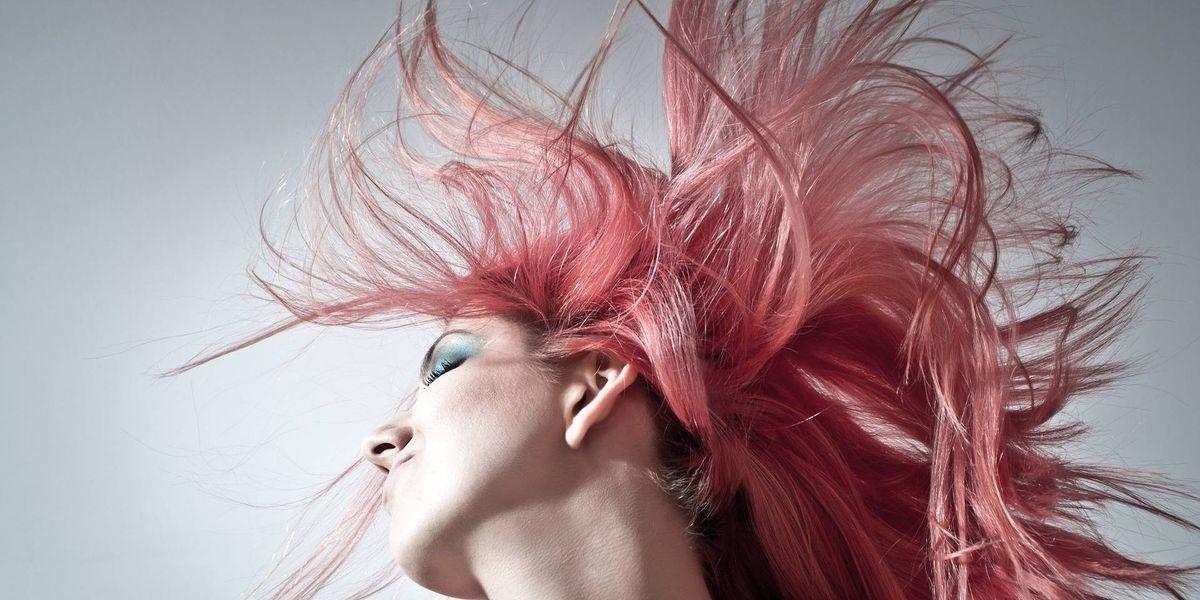 Estas celebridades demuestran que el tinte de cabello rosa es la nueva tendencia post pandemia