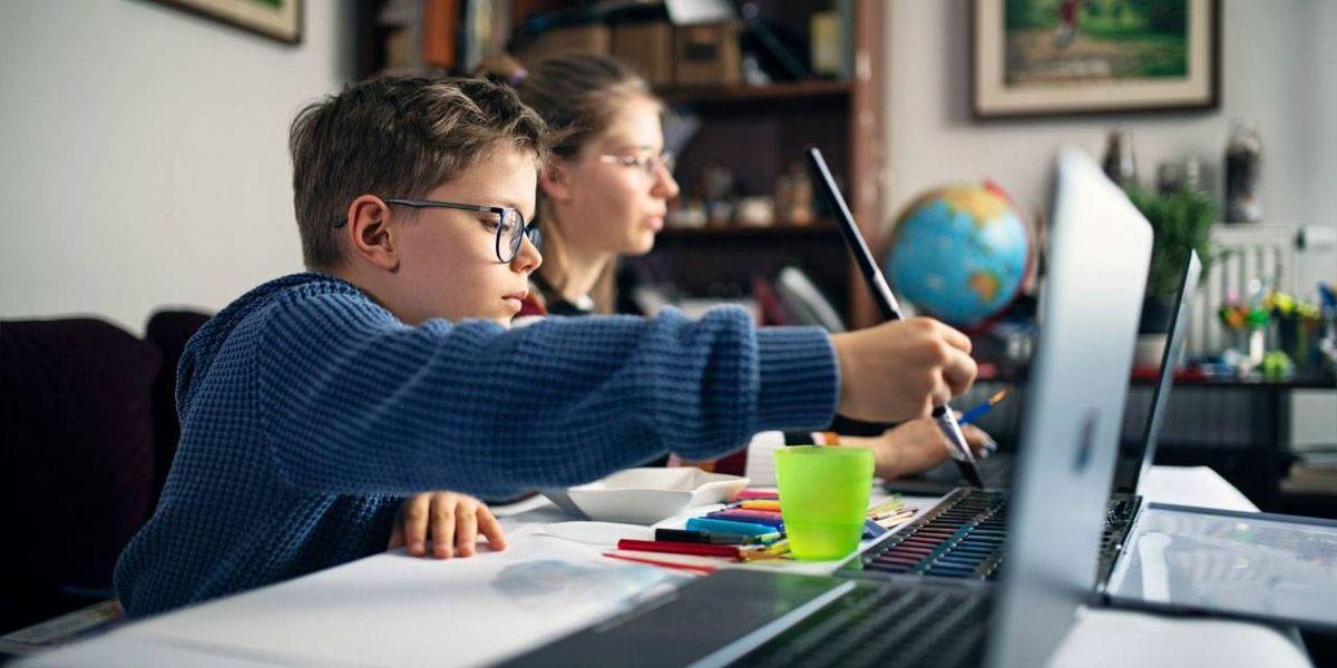 ¿Dejarlos usar la tecnología o no? Aprende cómo y cuáles herramientas usar para el aprendizaje de tus hijos