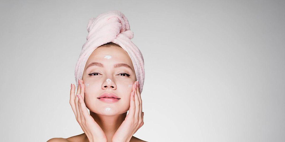La limpieza doble es lo mejor para lucir un rostro radiante