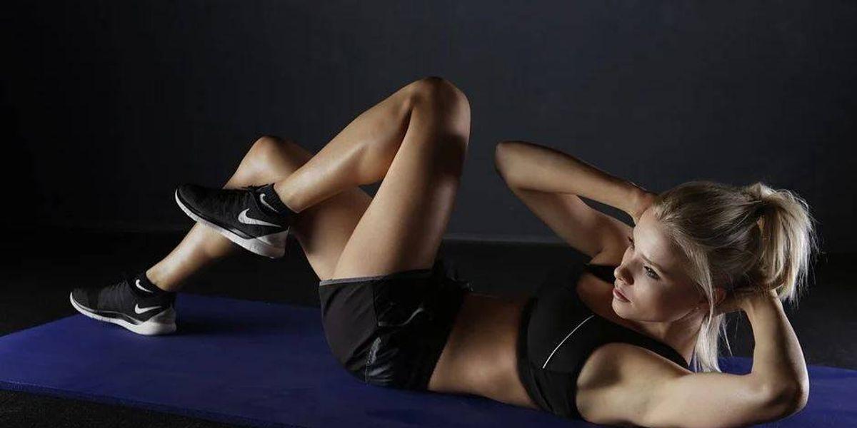 Sigue esta rutina de ejercicios de 15 minutos para comenzar tu día con mucha energía
