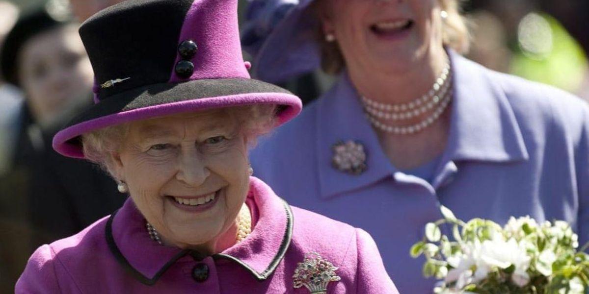 Los trucos de maquillaje que sigue la reina Isabel para mantenerse regia después de los 50