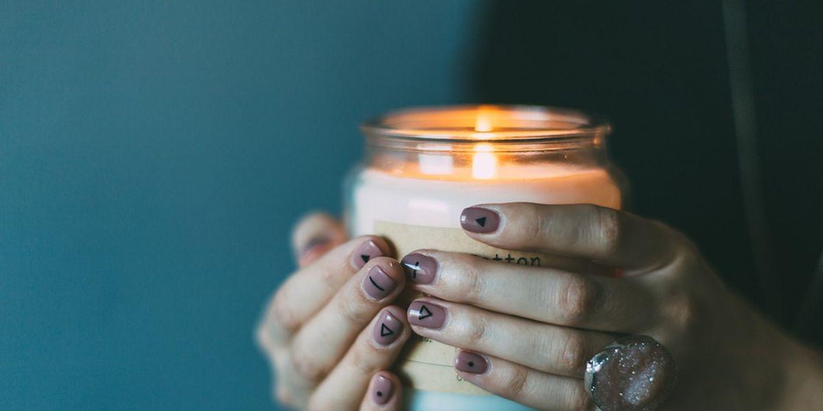 Luce tus uñas cortas con estilo