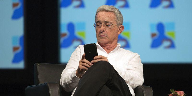 Las razones por las que Anonymous atacó la página de Álvaro Uribe